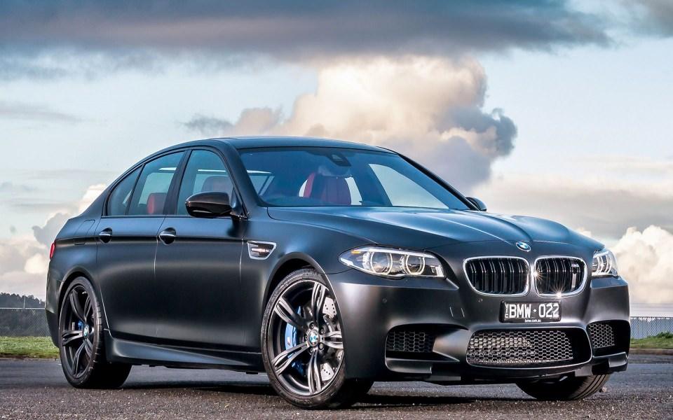 Download BMW M5 White 4K HD Free Wallpaper - GetWalls.io